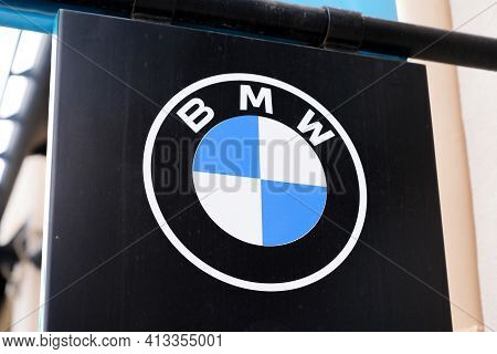 Bordeaux , Aquitaine France - 03 18 2021 : Bmw Logo Round Text Blue White And Brand Sign Of Car Deal