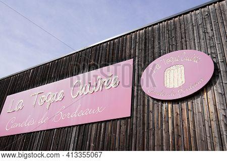 Bordeaux , Aquitaine France - 03 18 2021 : La Toque Cuivree Logo Brand And Text Sign Of Cake Caneles