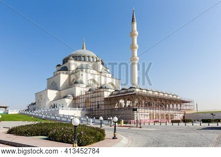 Sharjah Masjid, The New Sharjah Mosque, The Largest Mosque In The Emirate Of Sharjah, The United Ara