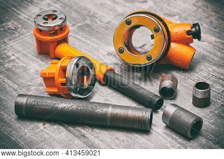Die Stock And Die Professional Tool For Cutting Threads On Pipes, Studs And Screws