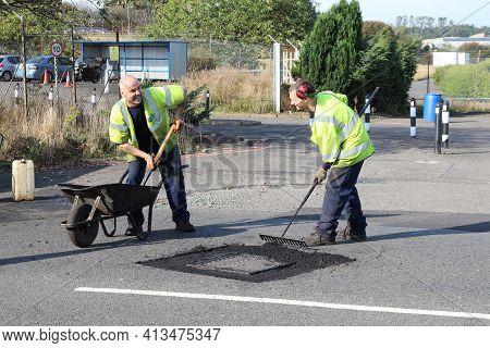 East Kilbride, South Lanarkshire, Scotland, Uk - September 08, 2014: Two Workmen Enjoying Their Work