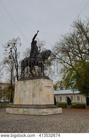 Zamosc, Poland, November 10, 2020. Monument To Jan Zamoyski - Polish Statesman, On A City Street On