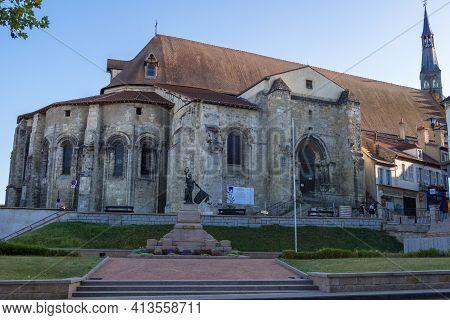 St Pourcain Sur Sioule, France - August 22, 2019: Sainte Croix Or Holy Cross Church In Saint-pourcai