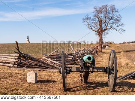 Gettysburg, Pennsylvania, Usa March 13, 2021 A Civil War Car With A Flank Marker To The 15th New Yor