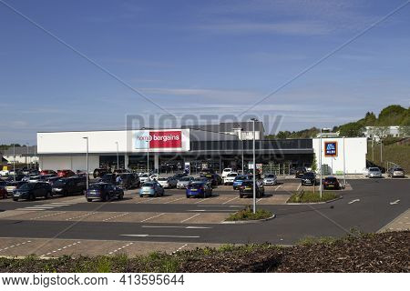 East Kilbride, South Lanarkshire, Scotland, Uk - May 13, 2019: The New Home Bargains And Aldi Stores