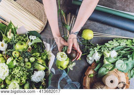 Florist Business, Small Business, Naturalness, Flower Arranging, Florist Trends, Tricks. Florist Wom