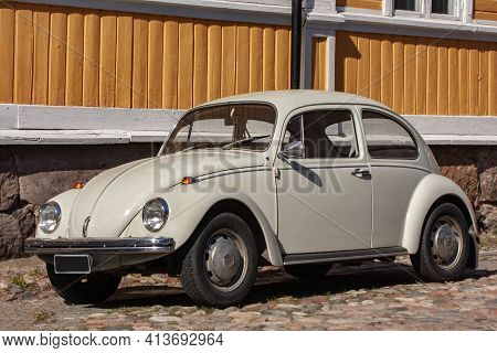 Rauma, Finland- May 21 2010: An Old Volkswagen T1 Beetle Parked In Front Of A Yellow Wooden House