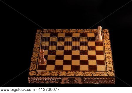 Chess Board With Black And White Pawn. Only Pawns On A Chessboard On A Black Background, Confrontati