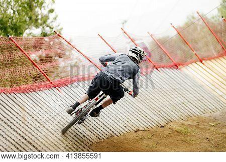 Back Man Athlete Rider Downhill Wallride Turn