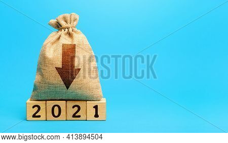 Money Bag 2021 And Down Arrow. Economic Crisis And Recession. Bankruptcy And Financial Crisis. Analy