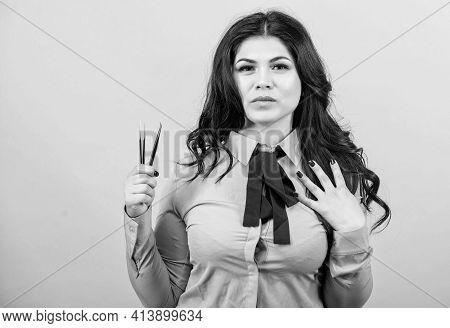 Pretty Woman Eyelash Master Hold Tweezers. Beautician. Permanent Makeup. Eyelash Extension Procedure