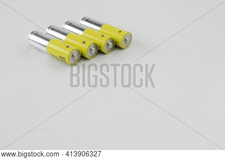 Alkaline Batteries For Use In Electronic Devices Without Power Cord