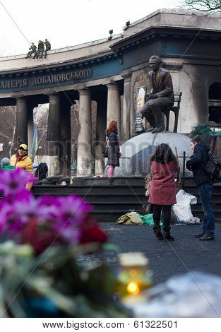 Barricade memorial