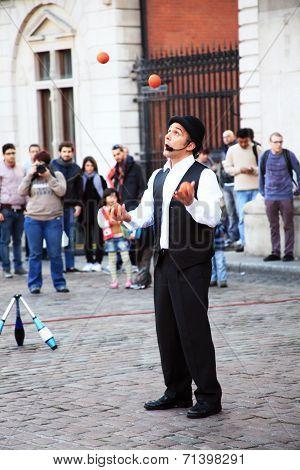street performer juggling