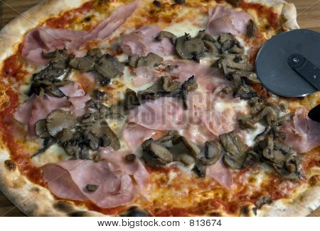 Fresh Pizza....prosciutto and mushroom