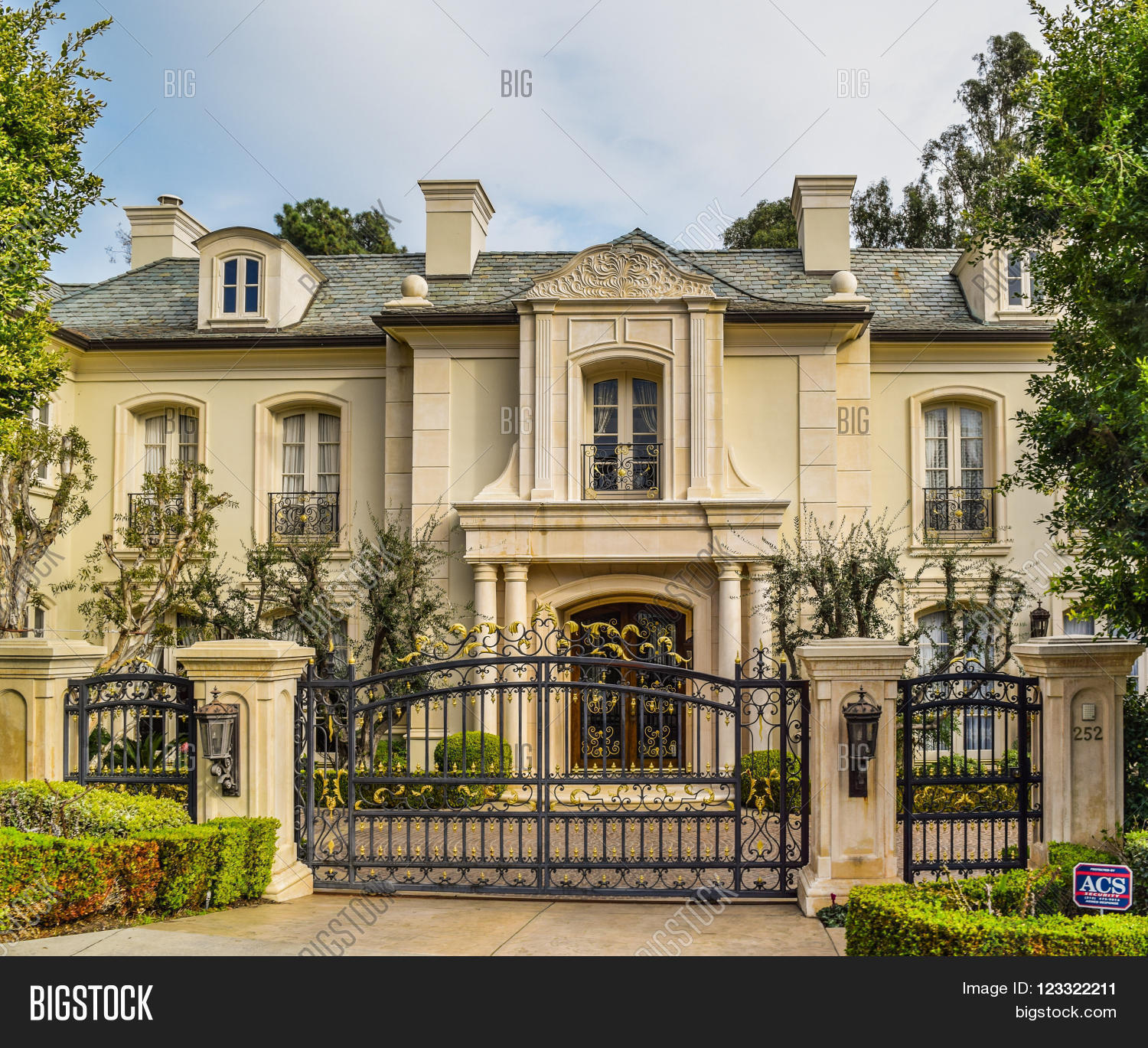 Beverly hills ca usa january 16 image photo bigstock for Beautiful homes and great estates pictures