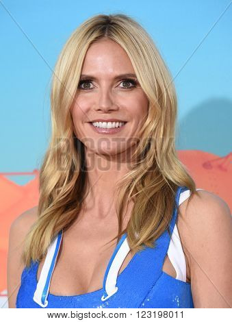 LOS ANGELES - MAR 12:  Heidi Klum arrives to the Nickeloden's Kid's Choice Awards 2016  on March 12, 2016 in Hollywood, CA.
