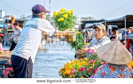 Can Tho, Vietnam - February 4th, 2016: Farmers awarded chrysanthemums pots sold to customers in the morning the last day of the Lunar New Year preparing for native culture in the floating market in Can Tho, Vietnam