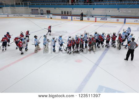ST. PETERSBURG, RUSSIA - MARCH 25, 2016: Teams after the Ice hockey match Bobrov vs Piter during the tournament among children's teams League of the Future. Piter won the match 4:2