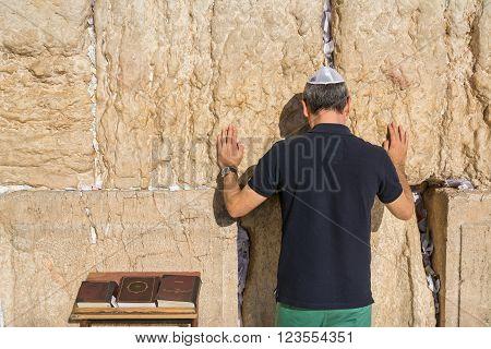Jewish tourist prays in the wailing wall of Jerusalem, Israel