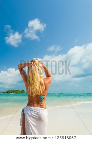 Woman at the Thai tropical beach of Chaweng in Koh Samui