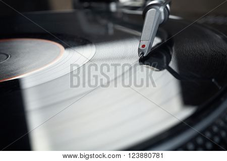close up photo of vinyl disk player