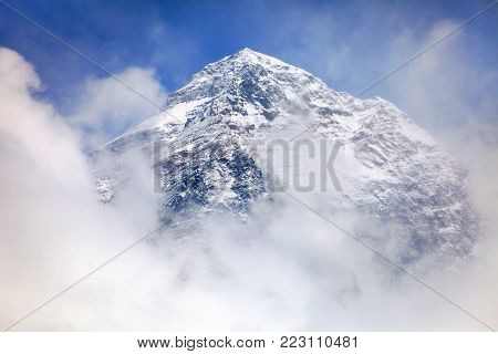 View of top of Mount Everest with clouds from Kala Patthar way to mount Everest base camp, khumbu valley, nepalese himalayas - Nepal