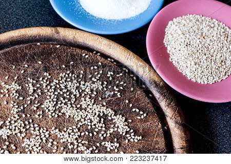 making gomasio at home, sesame seeds and hymalaian pink salt for ingredients, suribachi and surikogi macrobiotic diet tools