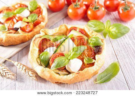 tomato,zucchini and mozzarelle quiche