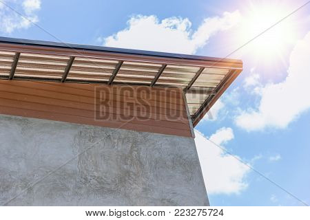 roof with heat insulator fibreglass protection layer for cooling home