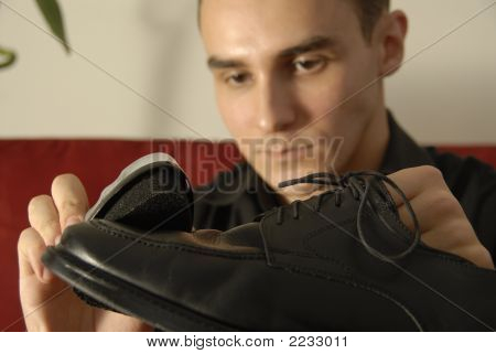 Shoeshine With Attention To Detail