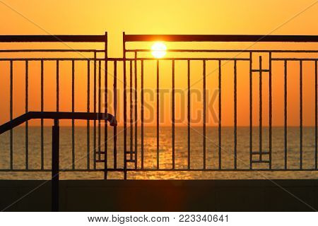 Fence - serves to protect another's territory, in a fence do wickets for passage and gates for passage.