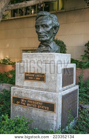 LOS ANGELES, CALIFORNIA, USA - DECEMBER 11, 2006. Sculpture of the 16th President of the United States Abraham Lincoln (1809 - 1865) made in 1961 by Robert Merrill Gage (1892 - 1981), located at 110 Grand Avenue next to the Municipal Court Civil Division