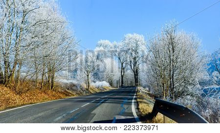 Empty road and initial winter weather usable for traffic information with clearance for text
