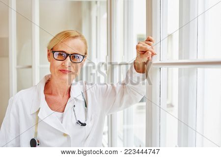 Medical specialist in hospital with authority and compentence
