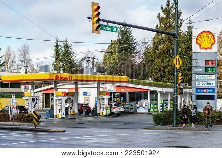 Vancouver, Canada - January 21, 2018: Shell Gas Station And Convenience Store At Arbutus Street And