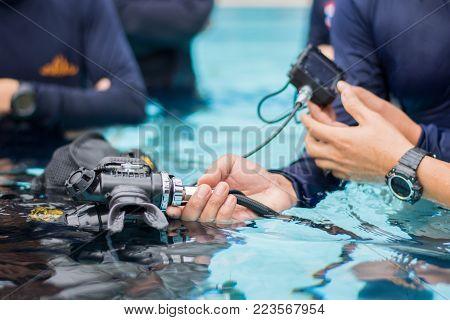 mouth piece scuba diver close circute equipment