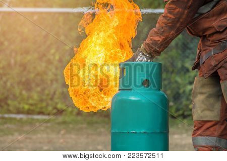 Firefighter training, The Employees Annual training Fire fighting with gas and flame