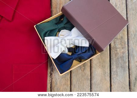 Wedding accessories. groom and groomsmen bow tie in paper box
