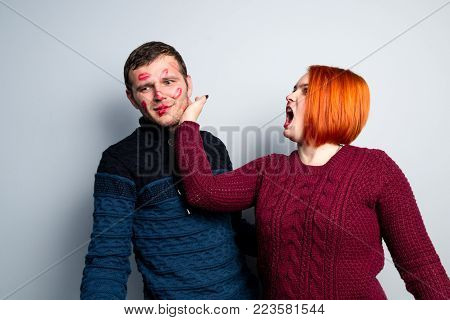 Girl Beats Her Kissed In Tracks Of Lipstick Guy, Husband Changed His Wife Who Beats Him In Face For