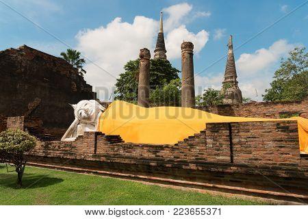 Buddha Status At Wat Yai Chaimongkol