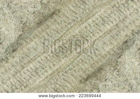 fragment fingerprint car tires in the sand