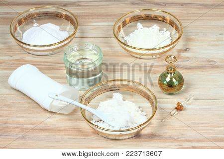 Antibacterial  and natural homemade deodorant. Made from coconut oil, sodium bicarbonate, starch and  essential oil