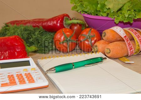 concept diet and weight loss on wooden table. Low-calorie vegetables diet. Diet for weight loss. Kit diet