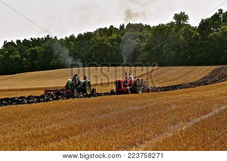 Rollag, Minnesota, Sept 2, 2017: Unidentified Operators Old John Deere  And Case Tractors Plowing An