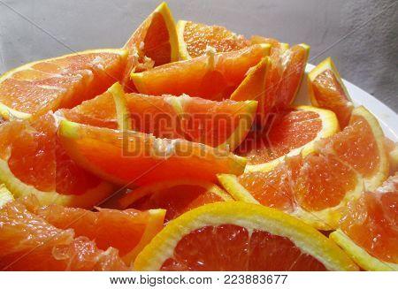 A plate of sliced, juicy cara -cara oranges