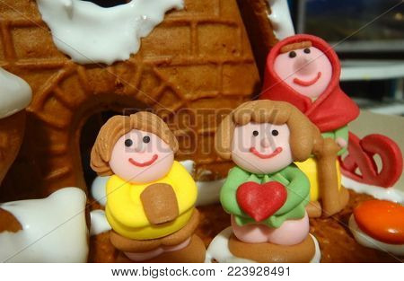 Gingerbread house with mum and kids figurines