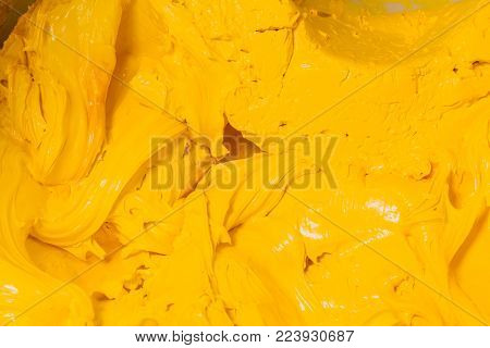 Yellow Color Of Plastisol Ink Flowed Out Of The Barrel