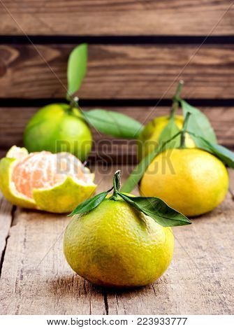 Ripe Mandarine with Leaves Tangerine Mandarine Citrus on Wooden Table Background Citrus fruits Vertical