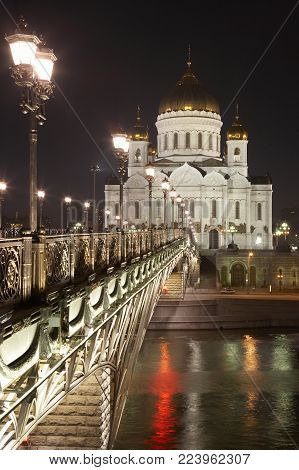 CATHEDRAL OF CHRIST THE SAVIOUR AND RIVER BRIDGE AT NIGHT MOSCOW RUSSIA